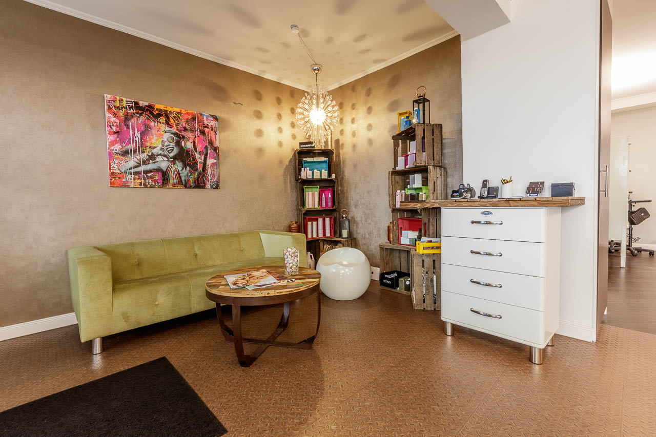 im salon friseur in hamburg prinz ber uns pompadur der beste friseursalon in hamburg winterhude. Black Bedroom Furniture Sets. Home Design Ideas